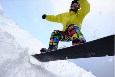 スキー場で働くとシーズン券は無料のため滑り放題?